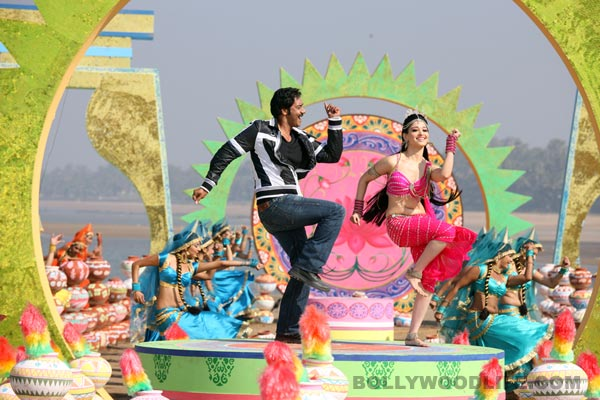 Is Naino mein sapna from Himmatwala comparable to the original song?: Watch video