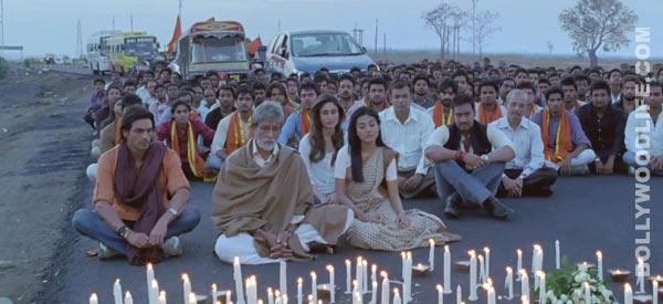 Satyagraha teaser: Amitabh Bachchan, Ajay Devgn and Kareena Kapoor fight against injustice