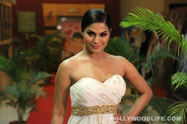 Veena Malik tries too hard to look classy!: View pics