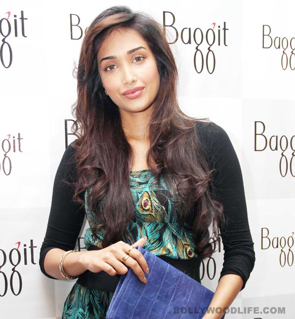 Jiah Khan commits suicide at her Juhu residence