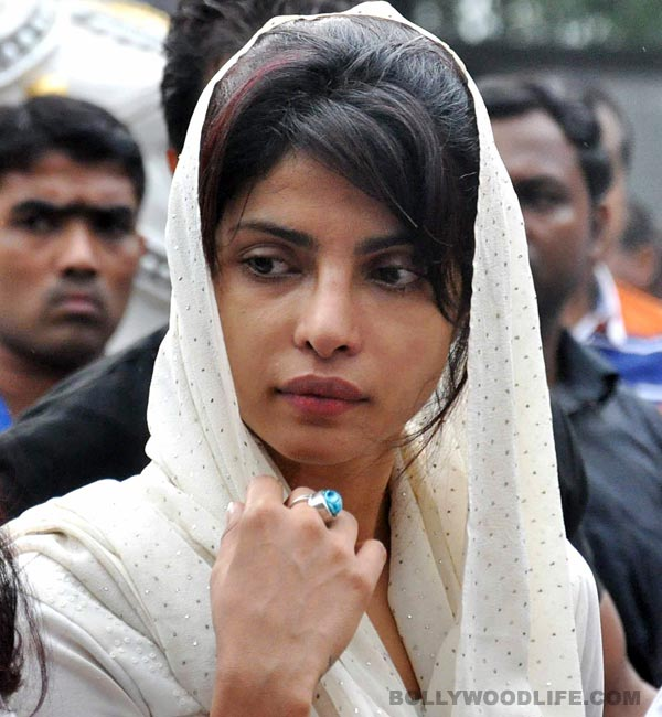Priyanka Chopra bursts into tears during Mary Kom's mahurat shot