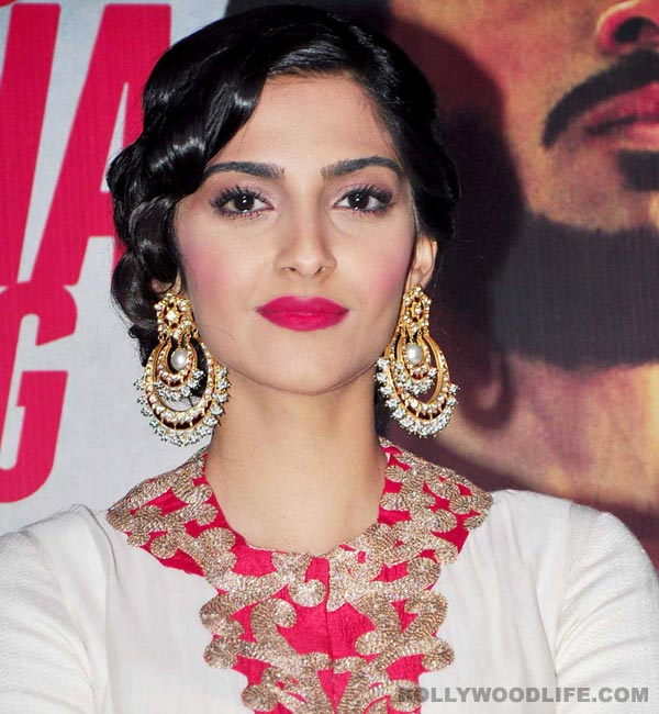 Why did Sonam Kapoor cry at the trailer launch of Bhaag Milkha Bhaag?