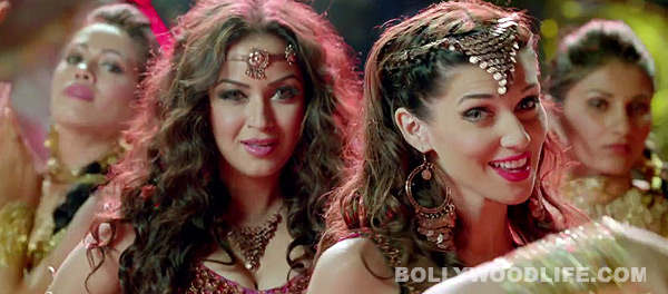 Bajatey Raho song Nagin dance: Maryam Zakari and Scarlett Wilson try hard to sizzle in this ordinary number