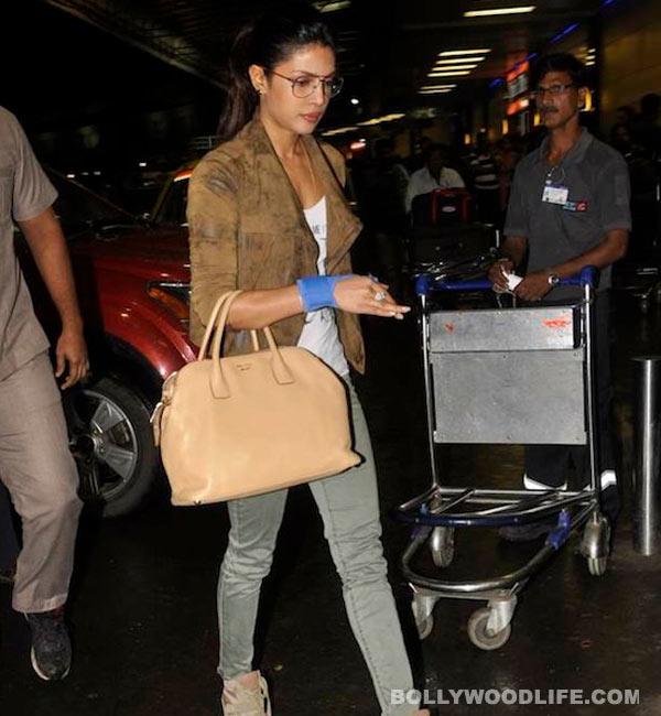 How did Priyanka Chopra injure her hand?