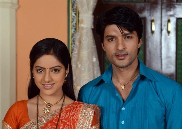 Diya Aur Baati Hum: Will Bhabo let Suraj and Sandhya leave the house?