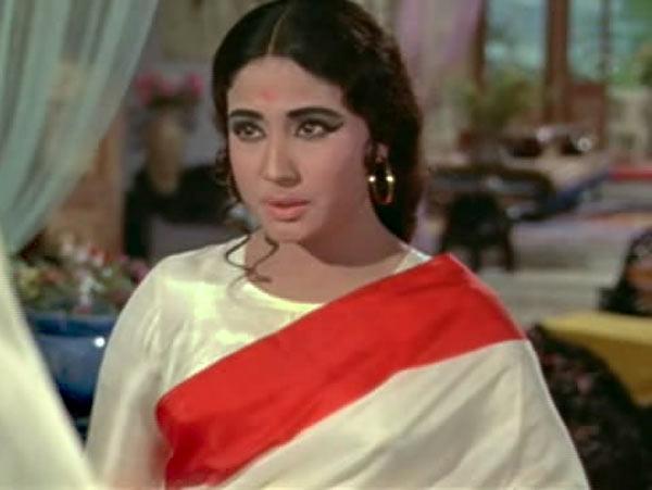 Why is Meena Kumari referring her brother as Moon?