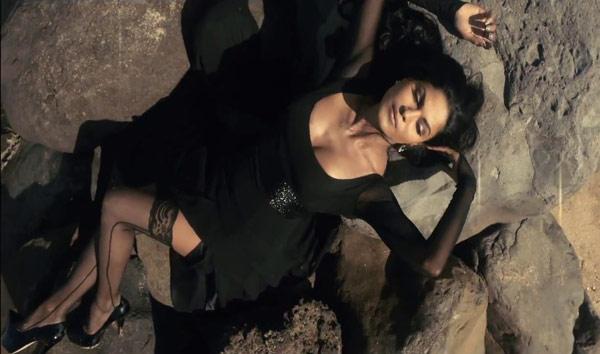 Supermodel first look: Is Veena Malik trying to copy Priyanka Chopra in this B-grade film?