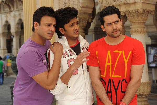 Grand Masti movie review: A mindless sleaze fest that tests your patience!