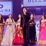 Yash Chopra 81st birth anniversary: Shahrukh Khan takes the ramp with Yash Raj heroines!