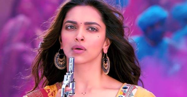Deepika Padukone is desperate to press Ranveer Singh's trigger!