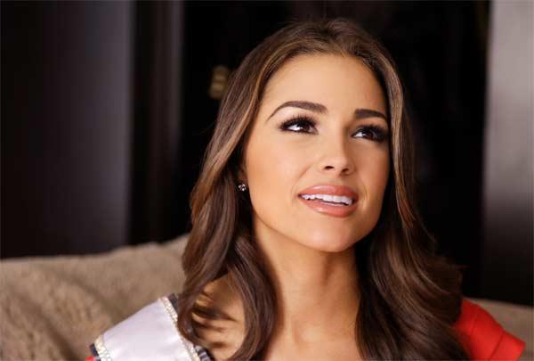 Miss Universe Olivia Frances Culpo apologises for her Taj photoshoot!