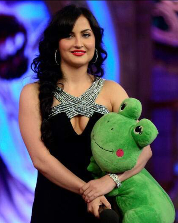Bigg Boss 7: Should Elli Avram be out of the house to attend the premiere of Mickey Virus? Vote!