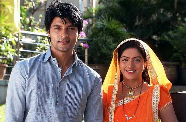 Diya Aur Baati Hum: Will Suraj and Sandhya help Bhabho?
