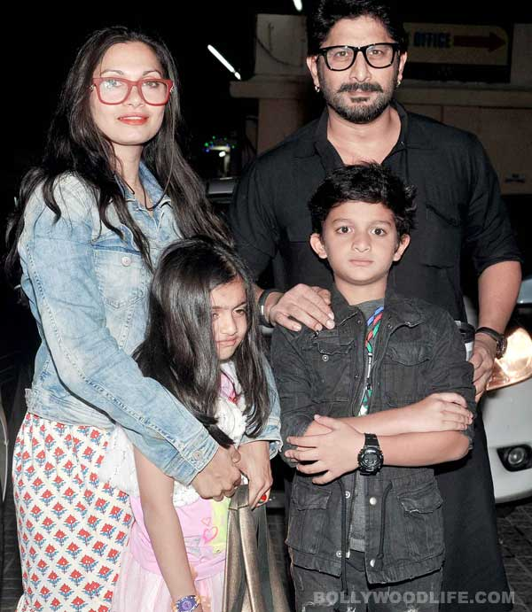 What does Arshad Warsi do to bond with his son?