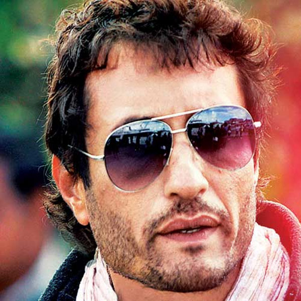 What did Homi Adajania give to the cast and crew of Finding Fanny?