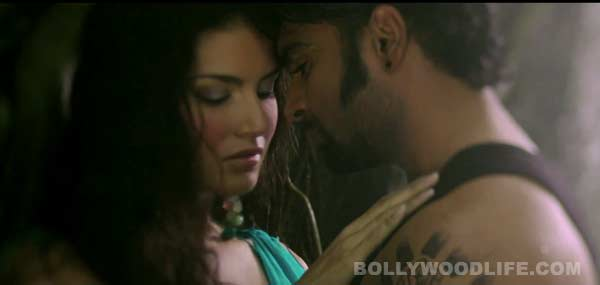 Jackpot song Kabhi jo baadal barse: Sunny Leone and Sachiin Joshi make out in the wilderness!