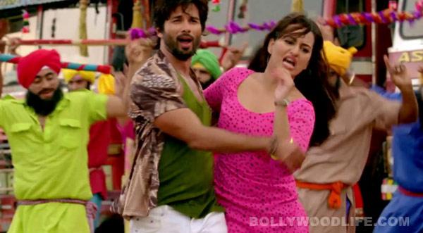 R...Rajkumar song Mat maari: Shahid Kapoor turns roadside Romeo for Sonakshi Sinha!