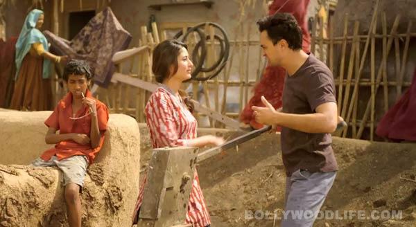 Did Imran Khan and Kareena Kapoor Khan enjoy shooting in a village?: Watch video!