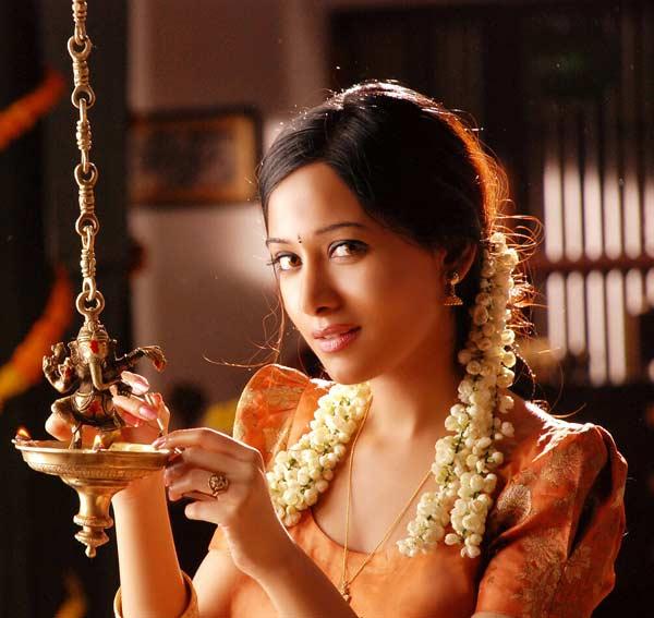 Amrita Rao's sister Preetika Rao to debut on TV!