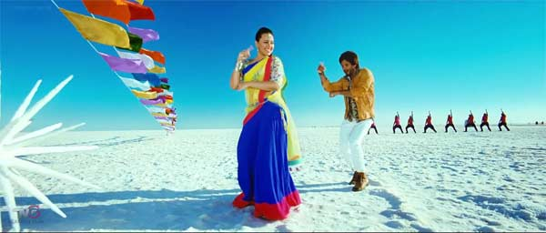 Sonakshi Sinha and Shahid Kapoor have a blast while shooting for Saree ke fall sa song: Watch video!