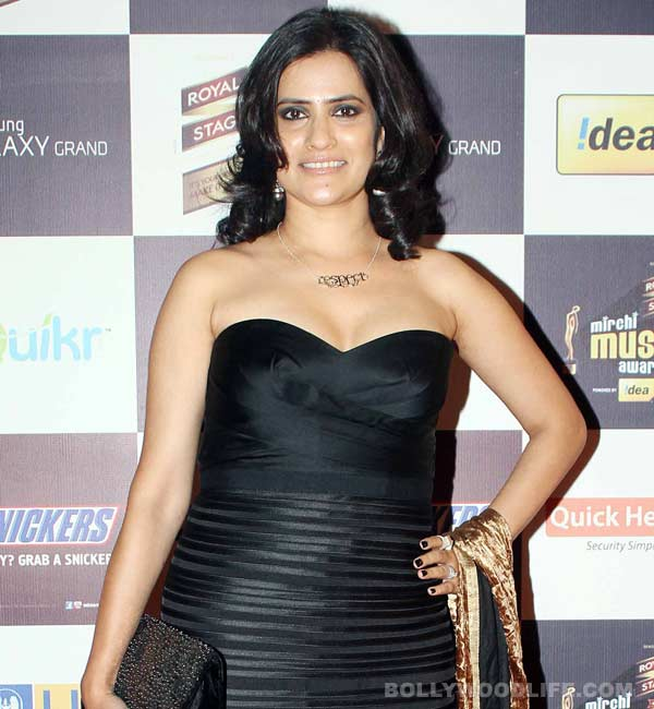 Why was singer Sona Mohapatra harassed by the organisers of her Rajasthan concert?