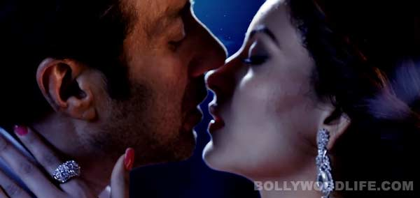 Why was Sunny Deol nervous while kissing in Singh Saab the Great?