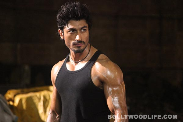 How did Vidyut Jamwal save a stuntman on the sets of Bullett Raja? Watch video!