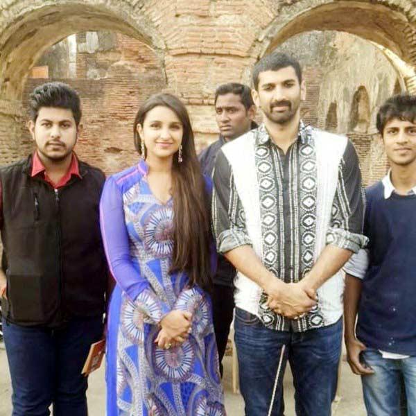 Aditya Roy Kapur and Parineeti Chopra's Daawat-E-Ishq look revealed! View pics!