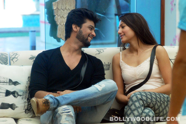 Bigg Boss 7: Did Kushal Tandon and Gauahar Khan kiss in the bathroom?