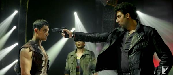 Dhoom:3 promos - Aamir Khan and Abhishek Bachchan's face off moment!