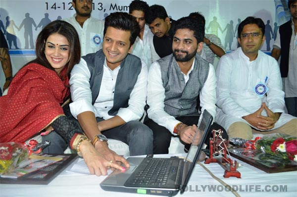 Riteish Deshmukh and Genelia D'Souza ask students to help with Congress manifesto