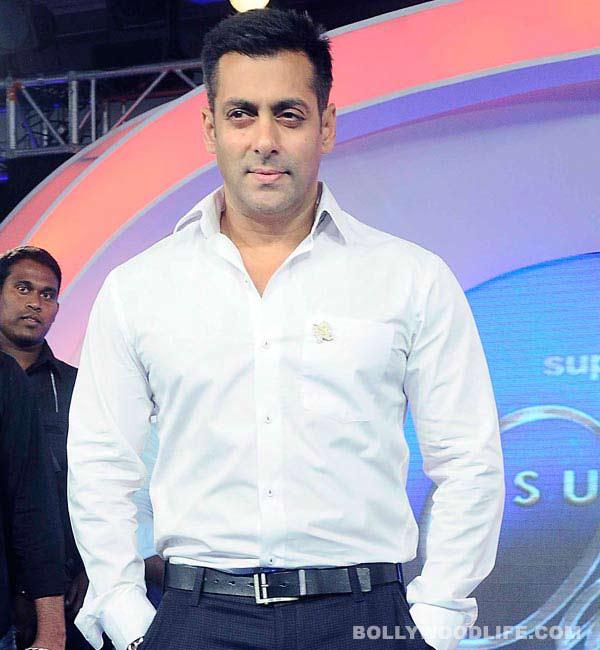 Salman Khan celebrates his 48th birthday in a swimming pool!