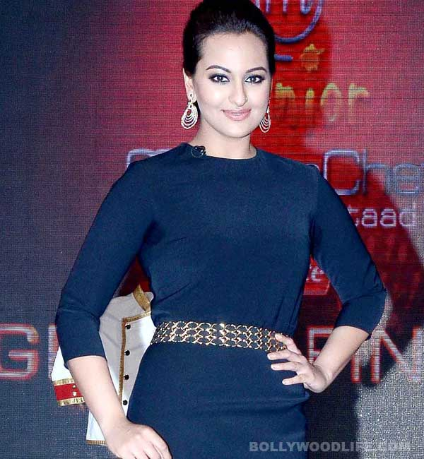 Sonakshi Sinha continues to promote R...Rajkumar despite an injury