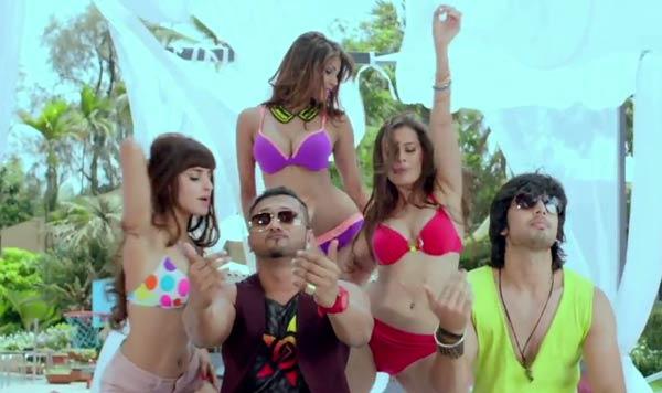Why is Yo Yo Honey Singh inviting everybody on the beach?
