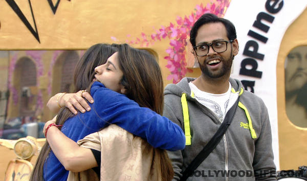 Bigg Boss 7: Did FM listeners put Gauahar Khan and Tanishaa Mukherji in an awkward position?