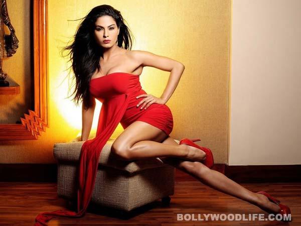 Veena Malik's ex-boyfriend files case against her