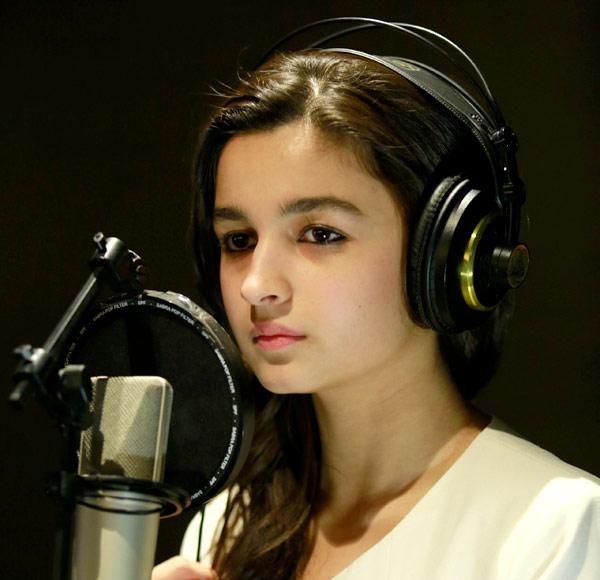 Alia Bhatt beats Parineeti Chopra, turns singer for Highway! Watch video!