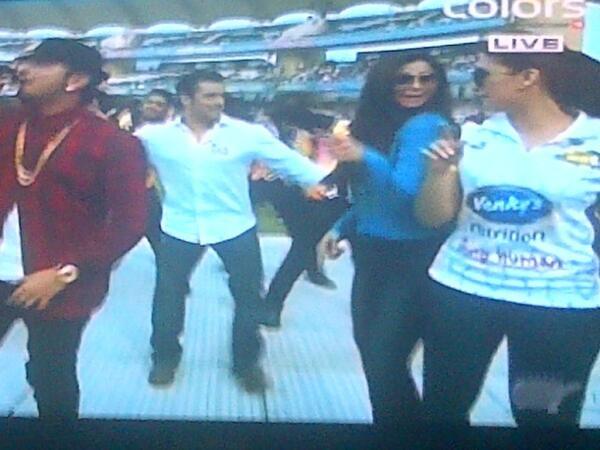 Celebrity Cricket League: Is Salman Khan using Shahrukh Khan to promote brother Sohail Khan's team? View Pics!
