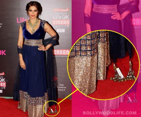 Bipasha Basu makes a fashion blunder at an awards function!