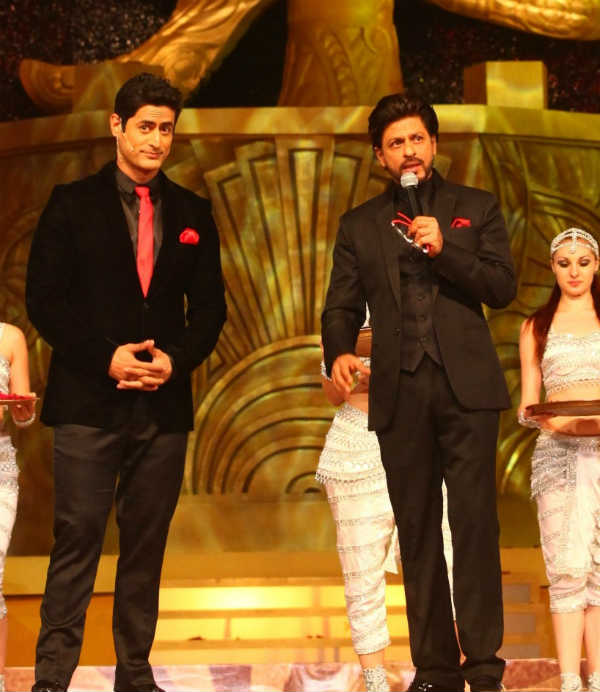 Shahrukh Khan turns love guru for Mahadev aka Mohit Raina!