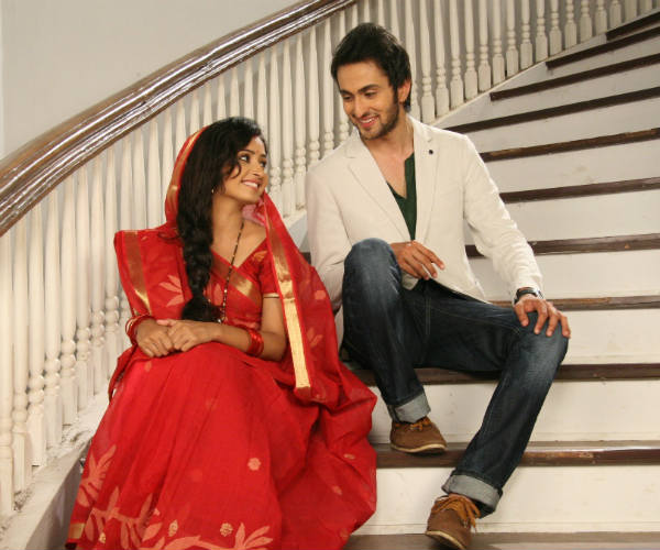 Gustakh Dil: Will Nikhil stop Lajjo from leaving him?