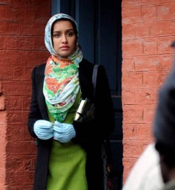 Haider on the sets: Shraddha Kapoor looks pretty in a Kashmiri girl's avatar!