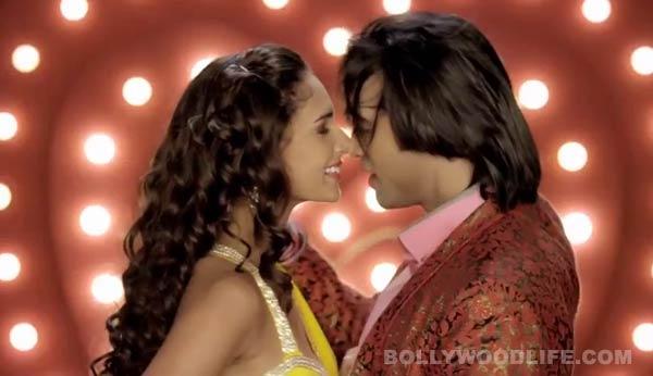 Karle Pyaar Karle Soni Soni song: The peppy dance number is blah!