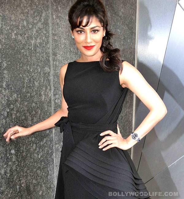 Black beauty: Chitrangda Singh looks hot at Filmfare's calendar launch!