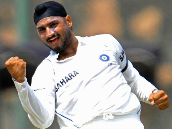 Mission Sapne: Harbhajan Singh sells namkeen!