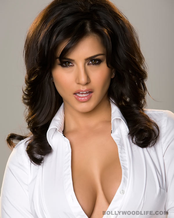 Watch Sunny Leone undress her real side for fans!