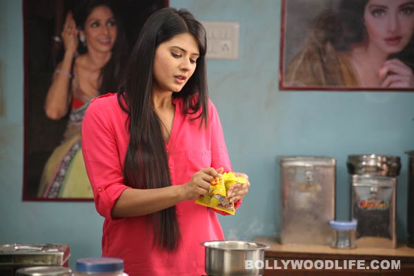 What Kratika Sengar's secret online movie is all about? Watch Video!
