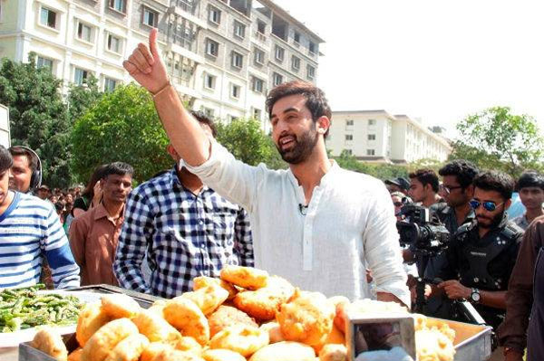 After Besharam, Ranbir Kapoor will now sell vada pav!