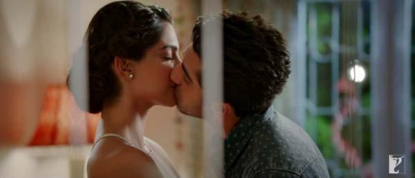 Bewakoofiyaan trailer: Ayushmann Khurrana steals Sonam Kapoor's thunder!