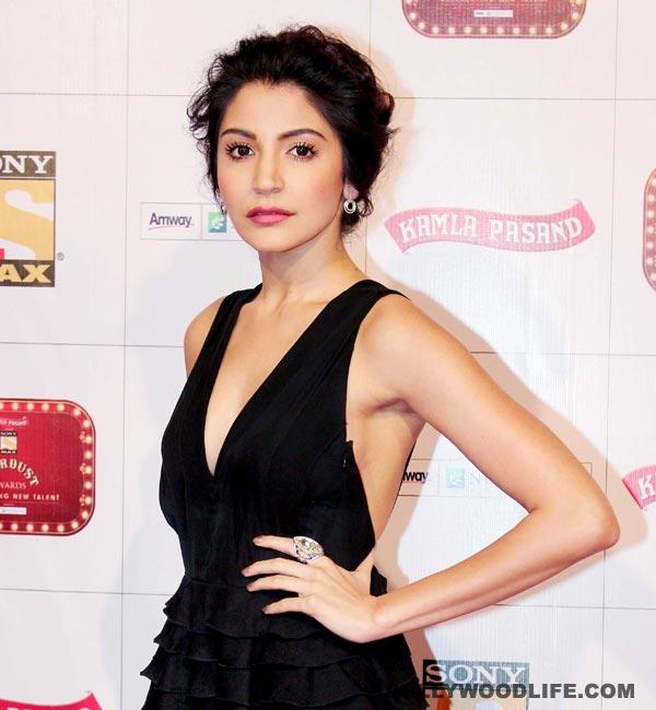 Why did Anushka Sharma fly to Mumbai from Sri Lanka?